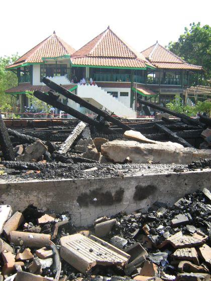 Sekolah Alam Terbakar